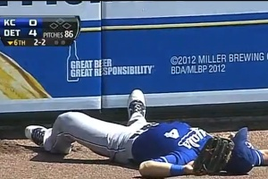 alex-gordon-wall-collision